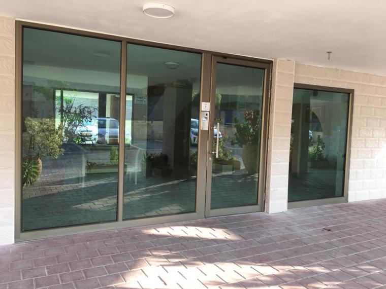דלתות אוטומטיות לבניין - אלומט